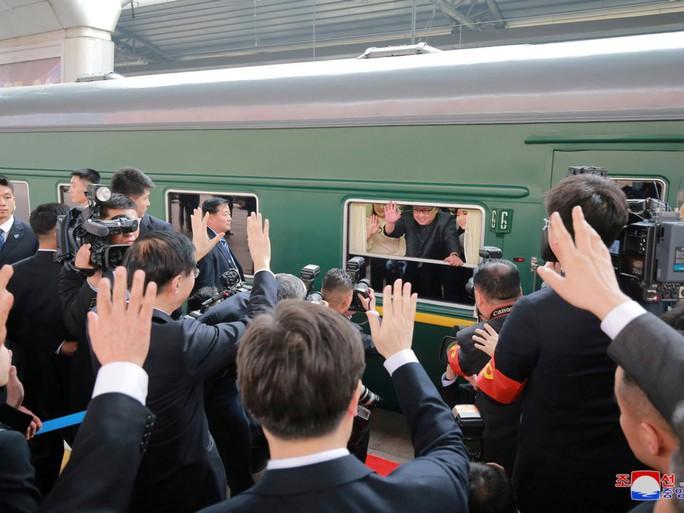 Bên trong đoàn tàu bọc thép của ông Kim Jong-un  - Ảnh 2.