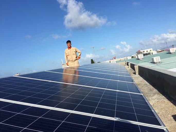Bộ Công Thương đề xuất giá bán điện mặt trời mái nhà 1.916 đồng/kWh - Ảnh 1.