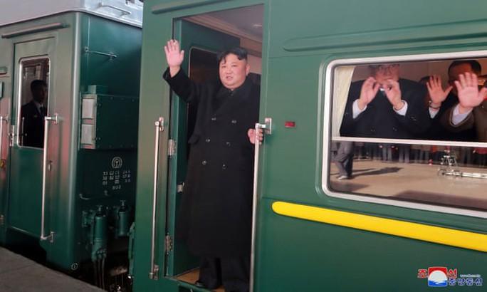 Ông Kim Jong-un lên tàu tới Việt Nam cùng em gái - Ảnh 1.