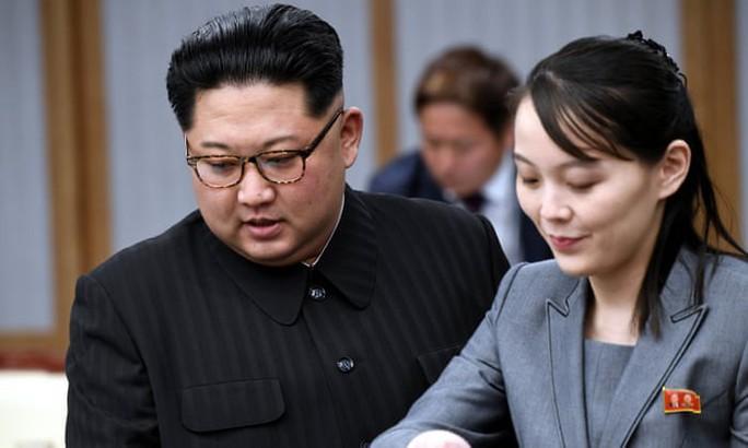 Ông Kim Jong-un lên tàu tới Việt Nam cùng em gái - Ảnh 2.