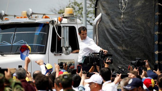 Venezuela: Thủ lĩnh đối lập chính thức đề nghị lật đổ ông Maduro - Ảnh 1.