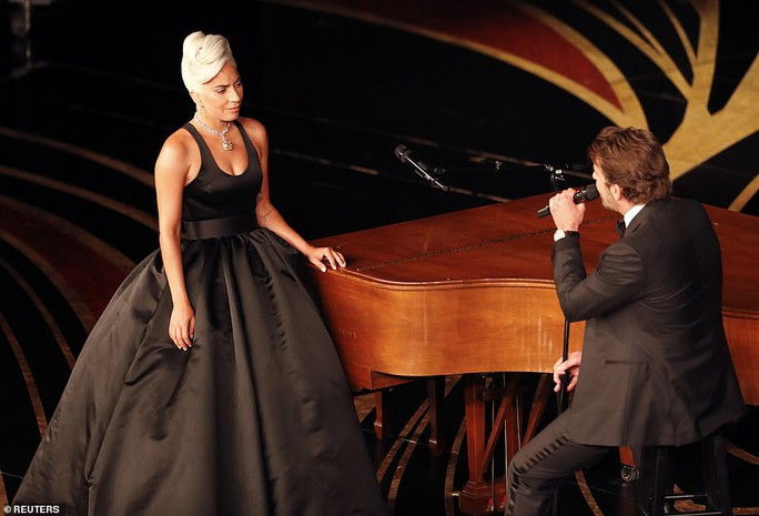 Lady Gaga và Bradley Cooper vướng nghi án phim giả tình thật - Ảnh 2.