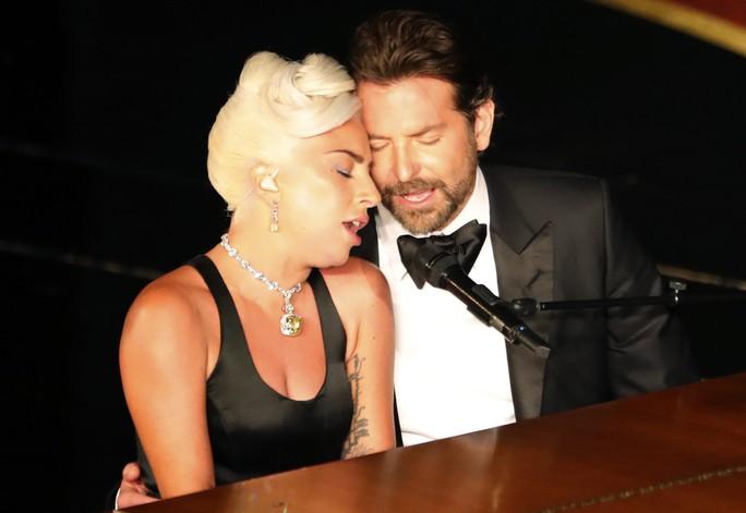 Lady Gaga và Bradley Cooper vướng nghi án phim giả tình thật - Ảnh 3.