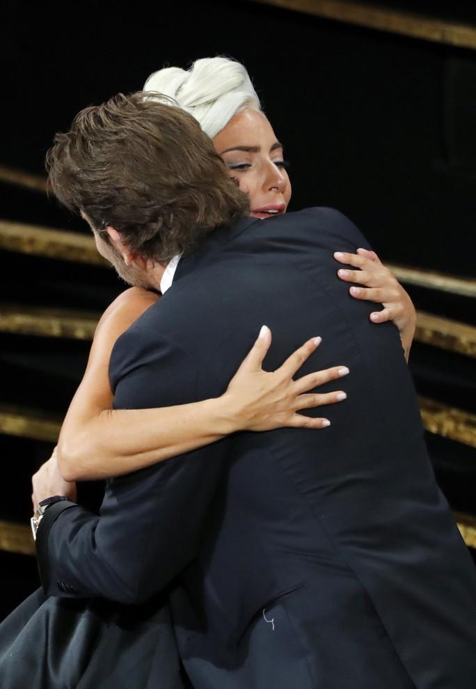 Lady Gaga và Bradley Cooper vướng nghi án phim giả tình thật - Ảnh 8.