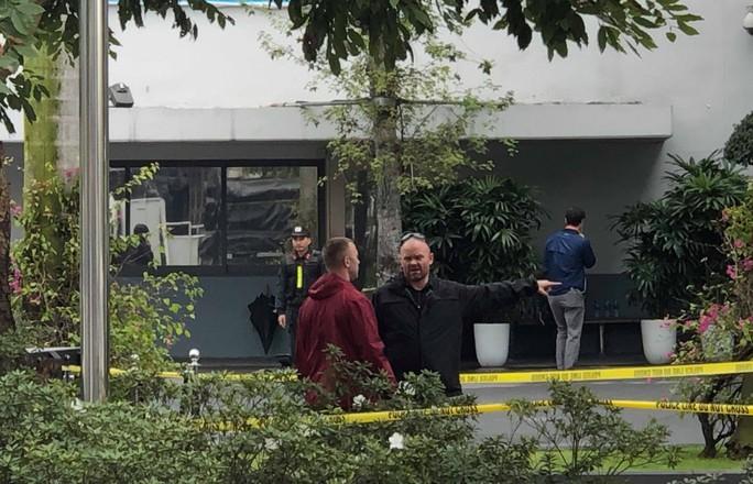 Mật vụ Mỹ dẫn chó nghiệp vụ lùng sục quanh khách sạn JW Marriott - Ảnh 4.