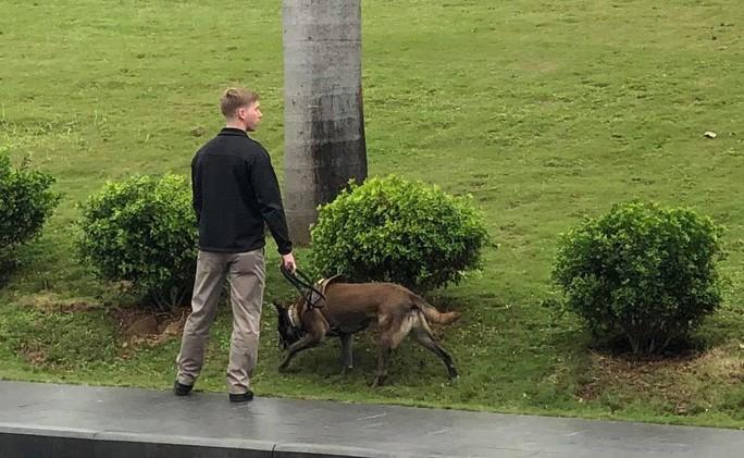 Mật vụ Mỹ dẫn chó nghiệp vụ lùng sục quanh khách sạn JW Marriott - Ảnh 7.
