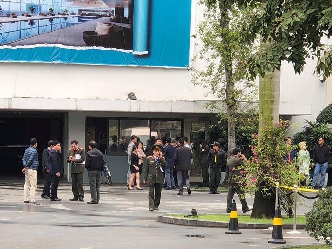 Mật vụ Mỹ dẫn chó nghiệp vụ lùng sục quanh khách sạn JW Marriott - Ảnh 3.