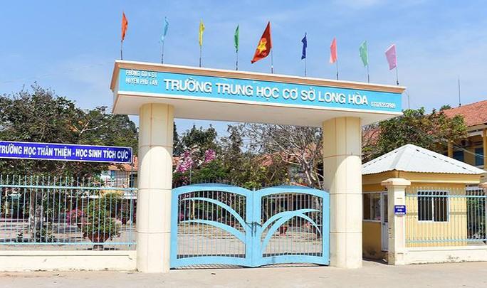 Bộ GD-ĐT yêu cầu xử lý nghiêm vụ thầy giáo đánh học sinh ở An Giang - Ảnh 1.