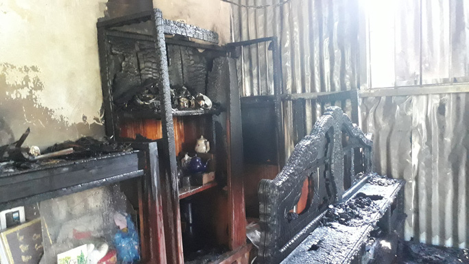 Vừa được công nhận thoát nghèo, nhà bị cháy thành tro - Ảnh 2.
