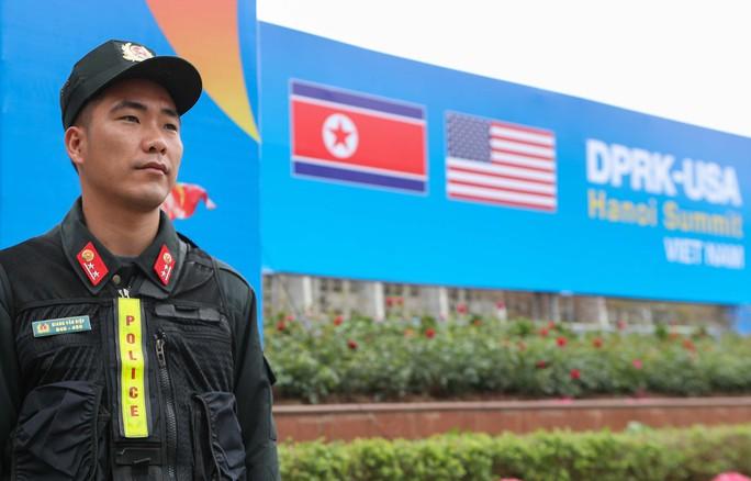 Cận cảnh ngôi nhà chung IMC của hơn 3.000 phóng viên tác nghiệp thượng đỉnh Mỹ-Triều - Ảnh 2.