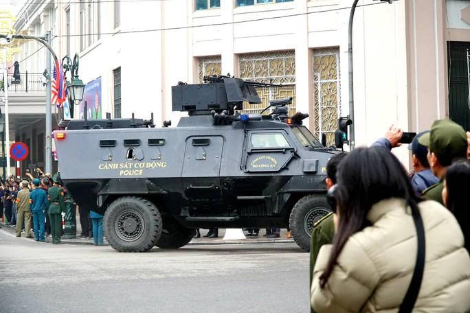 Xe bọc thép đặc chủng bảo vệ Chủ tịch Kim Jong-un từ Đồng Đăng về Hà Nội - Ảnh 5.