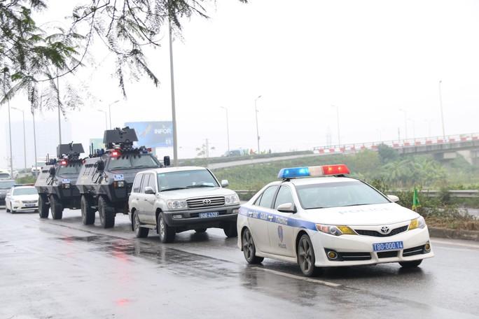 Xe bọc thép đặc chủng bảo vệ Chủ tịch Kim Jong-un từ Đồng Đăng về Hà Nội - Ảnh 2.