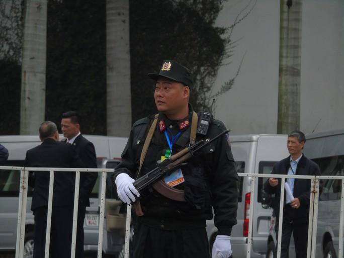 Thắt chặt an ninh khách sạn JW Marriott trước khi Tổng thống Donald Trump tới Hà Nội - Ảnh 3.