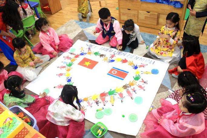 Trường mẫu giáo Việt-Triều náo nức trước chuyến thăm của Chủ tịch Kim Jong-un - Ảnh 5.