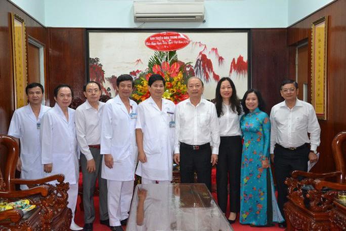 Phó Thủ tướng Trương Hòa Bình thăm Bệnh viện Quân y 175 - Ảnh 3.