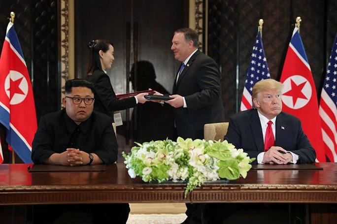 Đến ga Đồng Đăng, em gái ông Kim Jong-un xuống tàu đầu tiên - Ảnh 3.