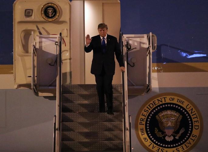 Thượng đỉnh Mỹ - Triều: Hai nhà lãnh đạo ăn tối hơn một giờ rưỡi - Ảnh 1.