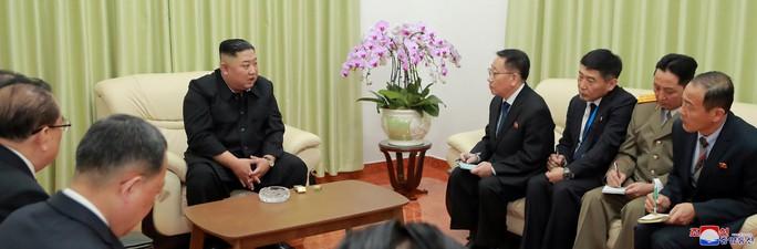 Thượng đỉnh Mỹ - Triều: Hai nhà lãnh đạo ăn tối hơn một giờ rưỡi - Ảnh 5.