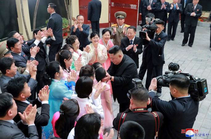 Thượng đỉnh Mỹ - Triều: Hai nhà lãnh đạo ăn tối hơn một giờ rưỡi - Ảnh 4.
