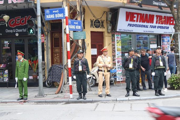 Thượng đỉnh Mỹ-Triều: Thắt chặt an ninh ở phố cổ Hàng Bông - Ảnh 3.
