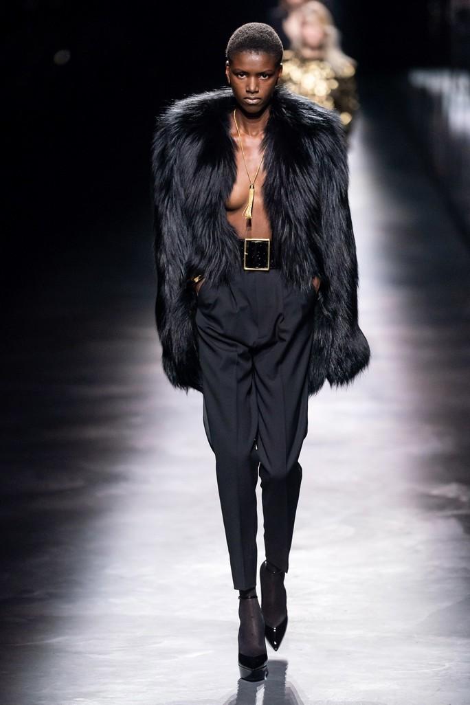 Người mẫu thả rông, truyền thông điệp giải phóng cơ thể - Ảnh 6.