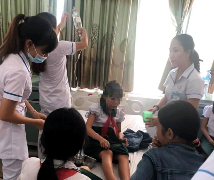 19 học sinh ngộ độc sau khi uống trà sữa tại tiệc liên hoan - Ảnh 1.