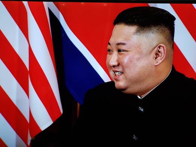 Hội ngộ tại Hà Nội: Hai ông Trump và Kim bắt tay thân tình, trò chuyện cởi mở - Ảnh 10.