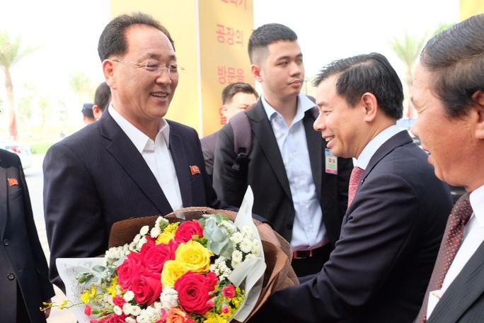 Đoàn lãnh đạo cấp cao Triều Tiên thăm Vinfast, VinEco - Ảnh 1.
