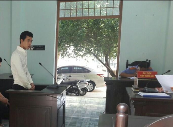 Có tiền án vẫn tiếp tục đi cướp giật tài sản của du khách - Ảnh 1.