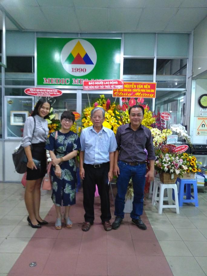 Báo Người Lao Động thăm và chúc mừng nhiều bệnh viện nhân Ngày Thầy thuốc Việt Nam - Ảnh 3.