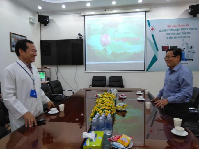 Báo Người Lao Động thăm và chúc mừng nhiều bệnh viện nhân Ngày Thầy thuốc Việt Nam - Ảnh 1.