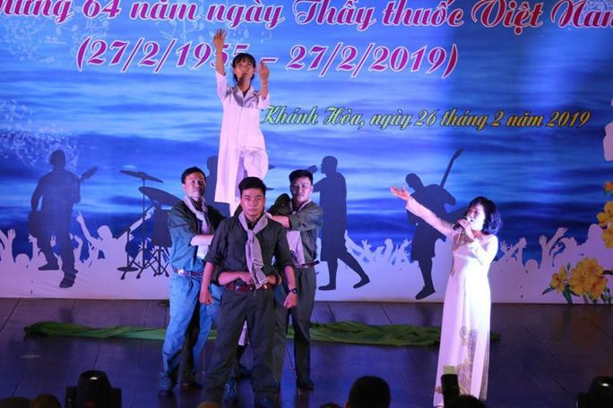 Sôi nổi hội thi tiếng hát ngành Y tế tỉnh Khánh Hòa - Ảnh 2.