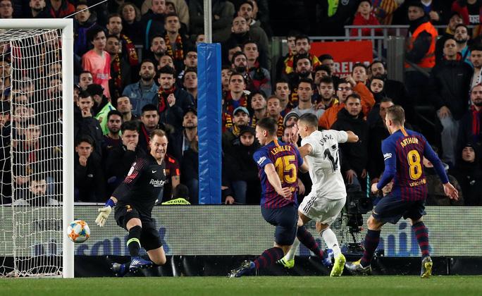 Real Madrid – Barcelona: Cuộc chiến sinh tử ở Bernabeu - Ảnh 3.