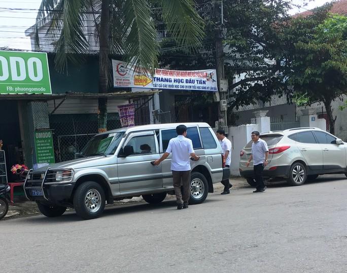 Nhiều xe biển xanh dự đám cưới khủng con lãnh đạo tỉnh Quảng Bình - Ảnh 2.