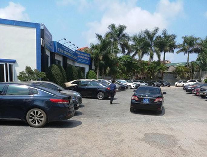 Nhiều xe biển xanh dự đám cưới khủng con lãnh đạo tỉnh Quảng Bình - Ảnh 3.