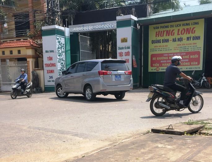Nhiều xe biển xanh dự đám cưới khủng con lãnh đạo tỉnh Quảng Bình - Ảnh 7.