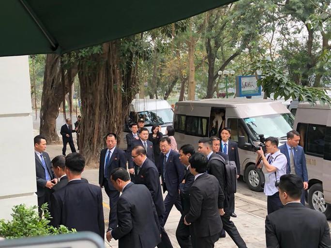 Đoàn Triều Tiên ăn trưa ở nhà hàng lọt tốp đẹp nhất Hà Nội - Ảnh 1.