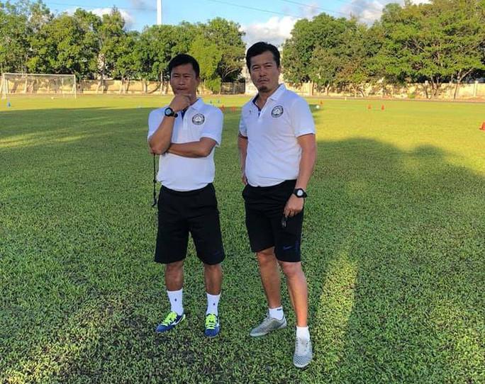 HLV Đinh Hồng Vinh lên U23 Việt Nam giúp sức cho HLV Park Hang-seo - Ảnh 1.