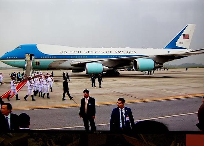Tổng thống Trump rời Việt Nam - Ảnh 1.