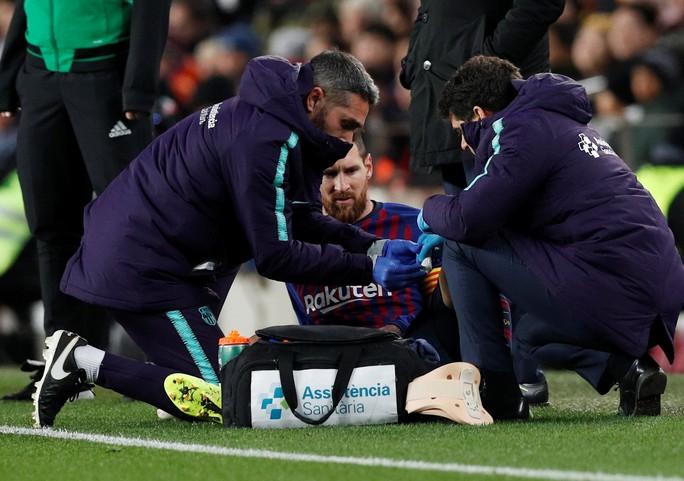 Cú đúp của Messi giúp Barcelona thoát hiểm trước Valencia - Ảnh 4.