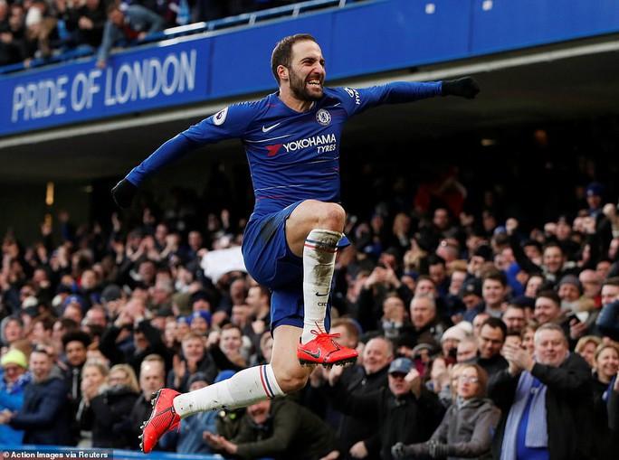 Higuain đại náo Stamford Bridge, Chelsea trở lại đường đua Ngoại hạng - Ảnh 3.