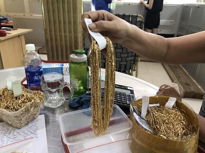 Nữ chủ tiệm mất 455 lượng vàng quá bất ngờ về kẻ trộm - Ảnh 2.