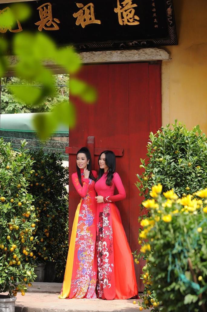 Lộ diện con gái xinh như hoa hậu của Trịnh Kim Chi trên phố Xuân - Ảnh 9.