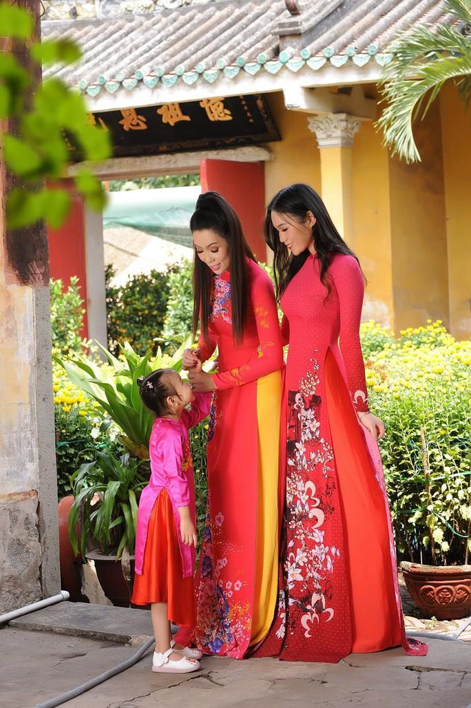 Lộ diện con gái xinh như hoa hậu của Trịnh Kim Chi trên phố Xuân - Ảnh 8.