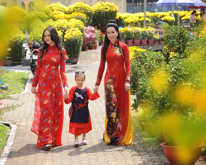 Lộ diện con gái xinh như hoa hậu của Trịnh Kim Chi trên phố Xuân - Ảnh 7.