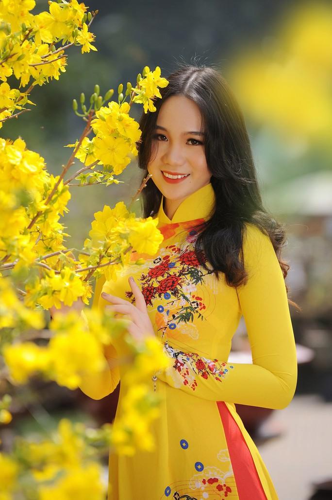 Lộ diện con gái xinh như hoa hậu của Trịnh Kim Chi trên phố Xuân - Ảnh 3.