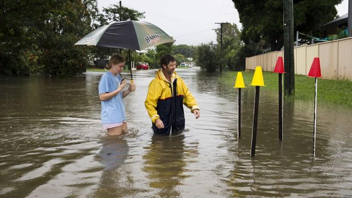Lũ lụt nghiêm trọng, nắng nóng kinh khủng ở Úc - Ảnh 1.