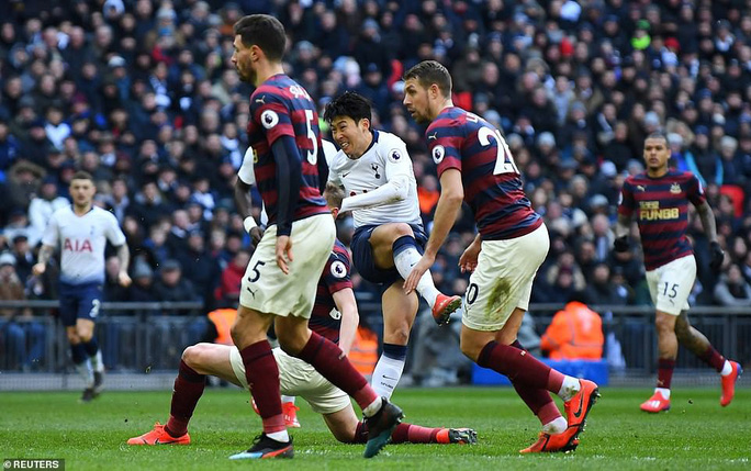 Higuain đại náo Stamford Bridge, Chelsea trở lại đường đua Ngoại hạng - Ảnh 7.
