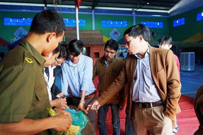 Phiên chợ sâm Ngọc Linh: 9 hộ nông dân hốt gần 5 tỉ đồng - Ảnh 2.