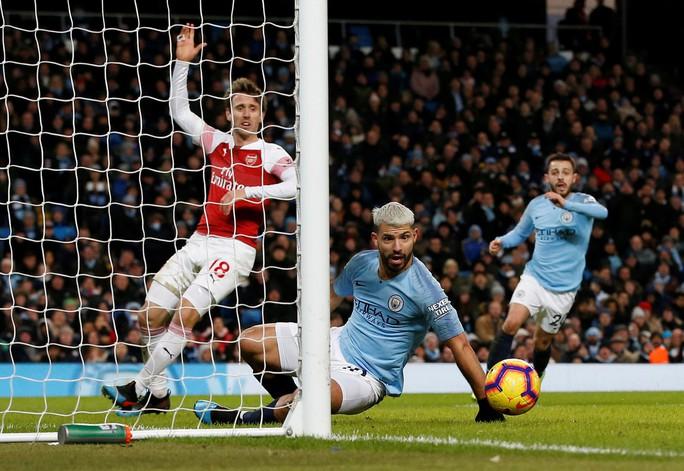 Gục ngã ở Etihad, Arsenal văng khỏi Top 5 - Ảnh 7.